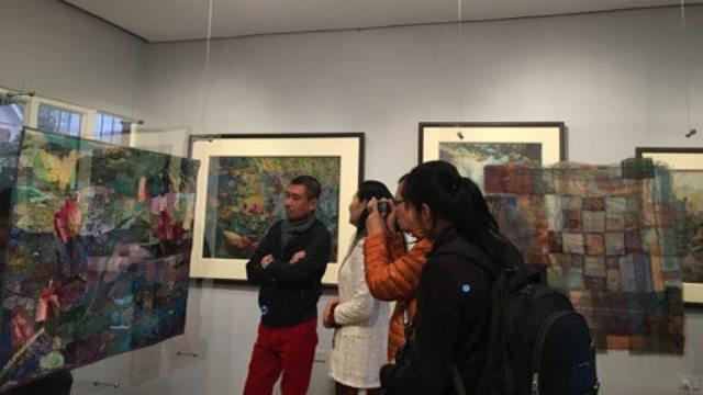 La passion pour la peinture sur tissu de deux artistes franco-vietnamienne