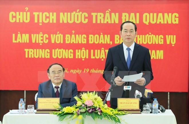 Le président Tran Dai Quang travaille avec l'Association des juristes du Vietnam