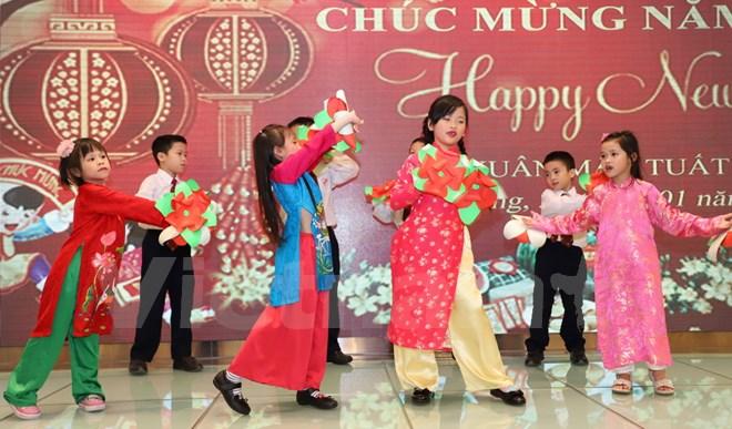 Les Vietnamiens à Hong Kong (Chine) célèbrent le Têt du Chien 2018