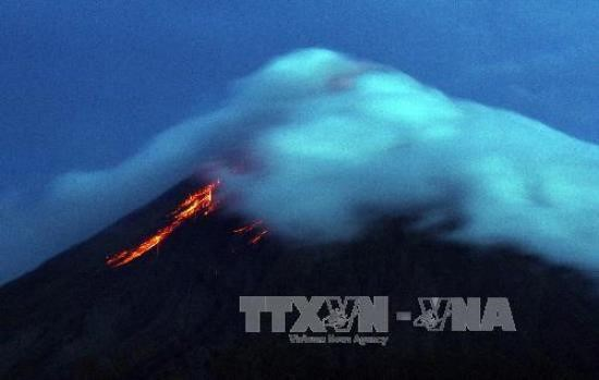 Philippines: le volcan Mayon menace d'entrer en éruption, des milliers d