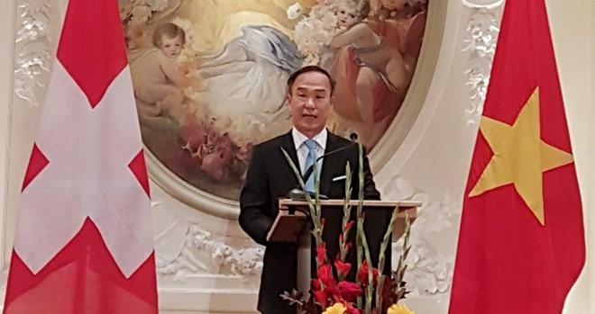 Printemps Mâu Tuât: la délégation du Vietnam à Genève rencontre des Viet kieu