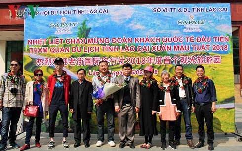 Lao Cai et Da Nang accueillent les premiers touristes étrangers de l