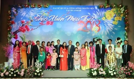 Des Vietnamiens au Myanmar saluent le Nouvel An du Chien 2018