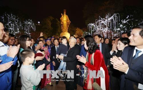 Le secrétaire général du Parti passe le réveillon aux côtés des Hanoïens