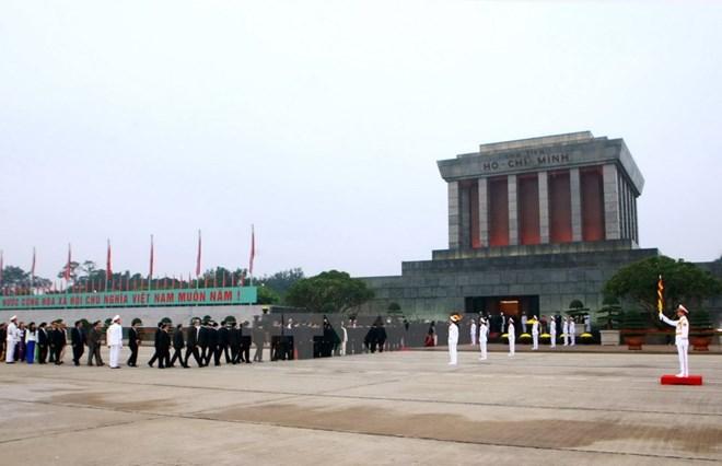 Têt du Chien: plus de 18.000 visiteurs au mausolée de Hô Chi Minh
