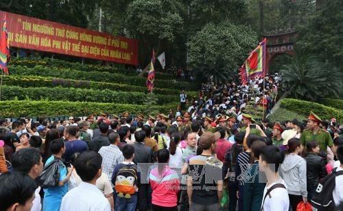 Tet: un million de personnes ont afflué aux Temples des rois Hung