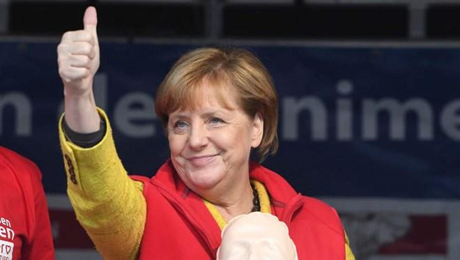 Le PM Nguyên Xuân Phuc félicite la chancelière allemande Angela Merkel pour sa réélection