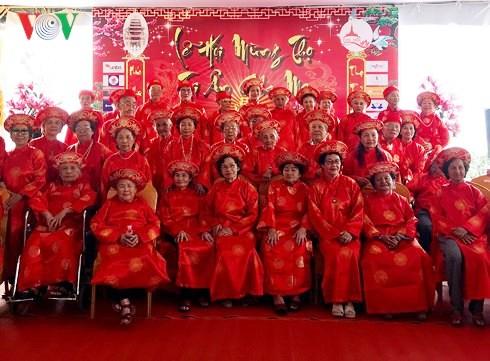 Cérémonie de longue vie pour des personnes âgées vietnamiennes à Vientiane
