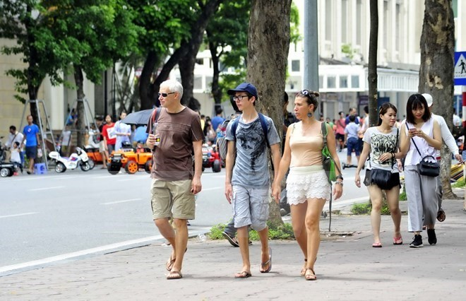 Tourisme: début d'année en fanfare avec +30% de touristes internationaux