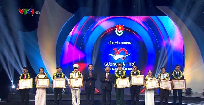 Dix jeunes figures exemplaires du Vietnam en 2017 à l'honneur