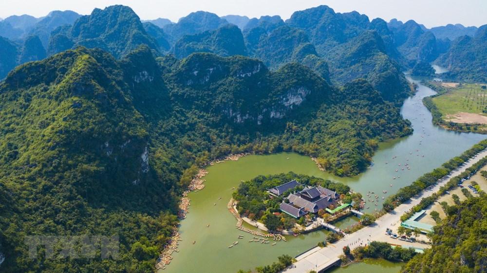 La beauté majestueuse vue d'en haut du complexe paysage de Trang An