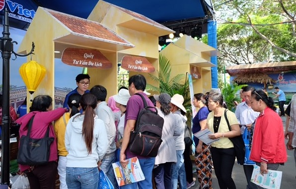 Plus de 83 milliards de dongs de recettes à la Fête du tourisme de HCM-V