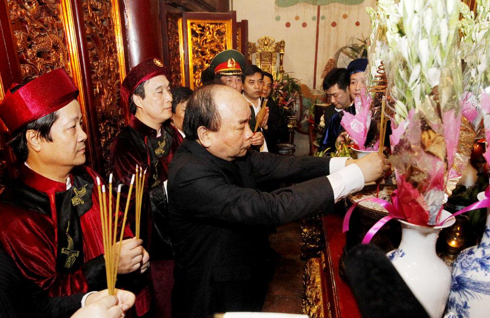 Cérémonie d'offrande d'encens aux rois Hung 2018