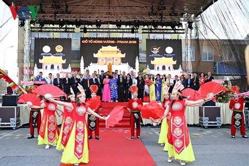 Les Viet Kieu en R. tchèque célèbrent la Fête des rois fondateurs Hùng