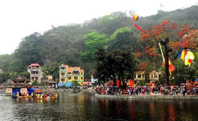 Hanoi: la fête de la pagode Thây devient une saison de festivités