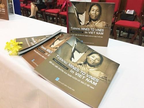 Publication d'un recueil de photos sur les victimes de mines antipersonnelles