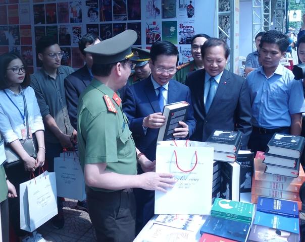 Ouverture de la 5e Journée des livres du Vietnam 2018