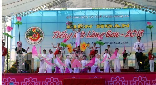 Le 128e anniversaire du président Hô Chi Minh célébré au Vietnam et à l'étranger