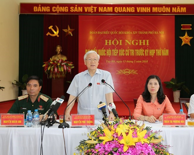 Le secrétaire général Nguyên Phu Trong à l'écoute des électeurs hanoïens