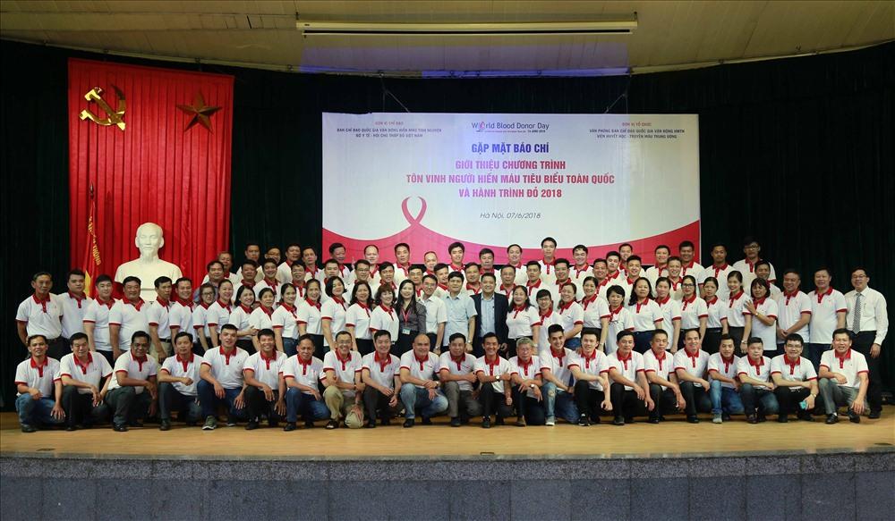 Cent donneurs de sang exemplaires à l'honneur
