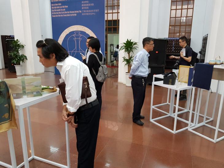 Une exposition promeut la coopération Vietnam-Chine dans l