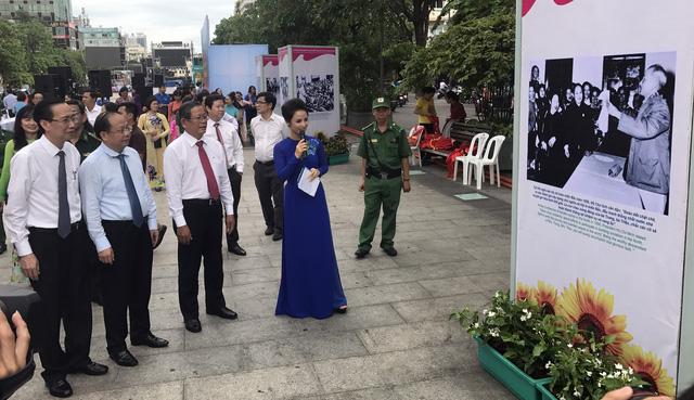 Le Président Hô Chi Minh avec le mouvement d'émulation patriotique en images