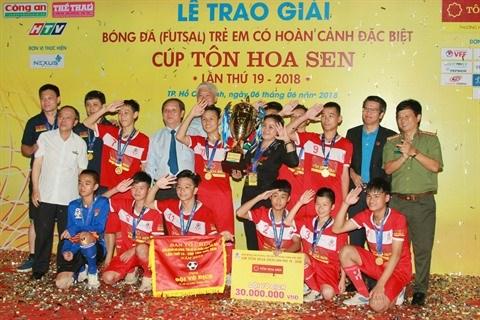 Hanoï champion du Tournoi de football des enfants en situation difficile