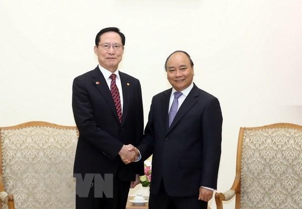 Le PM Nguyen Xuan Phuc soutient la coopération dans la défense avec la R. de Corée
