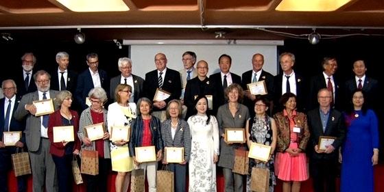 Santé: Insignes du Vietnam aux experts français