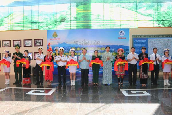 """Lao Cai: exposition """"La mer, les îles et les soldats de la Marine"""""""