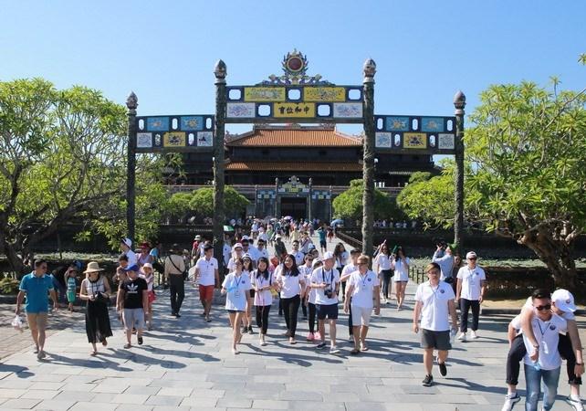 Des jeunes Viet kieu découvrent la beauté de Huê