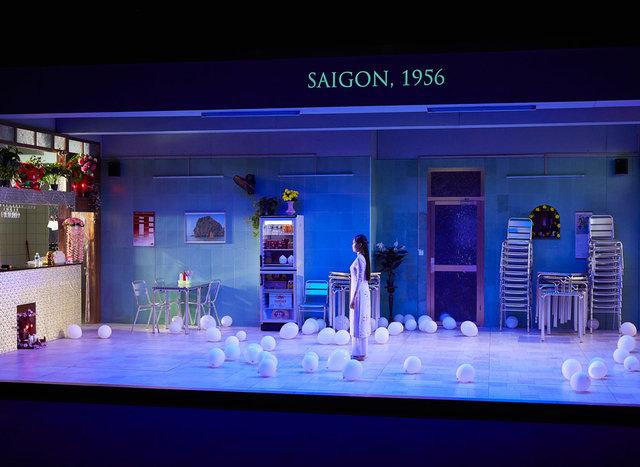 """La pièce """"Saïgon"""" en l'honneur des 45 ans des relations diplomatiques Vietnam-France"""