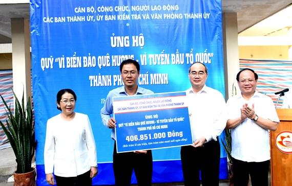 HCM-V: plus de 400 millions de dongs au Fonds pour les mers et îles du pays