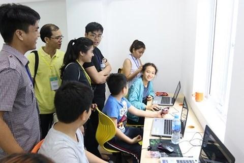 Des petits enfants vietnamiens accèdent à la technologie 4.0