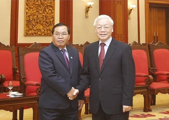 Le leader du PCV reçoit le vice-président de l'AN du Laos Sengnouane Xayalat