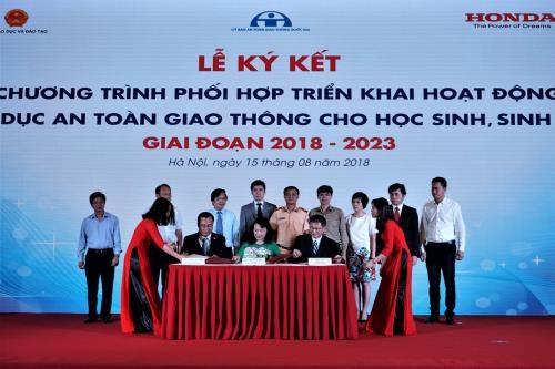 Honda soutient le Vietnam dans la sensibilisation des élèves et étudiants à la sécurité routière