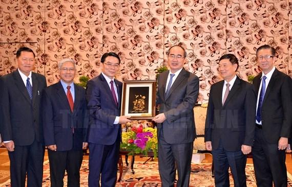 Nguyên Thiên Nhân reçoit une délégation de l