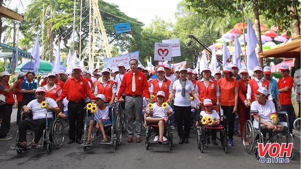"""Hô Chi Minh-Ville : Plus de 5.000 participants au programme """"Pour les victimes de l"""