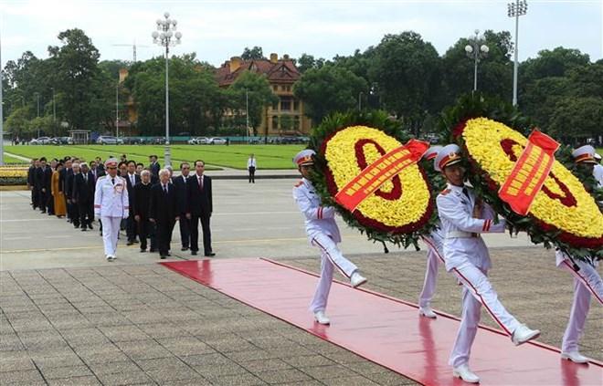 Fête nationale: des dirigeants rendent hommage au Président Ho Chi Minh