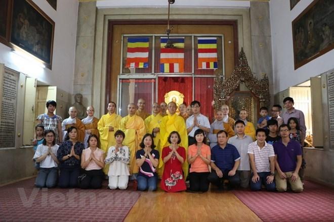 La communauté des Vietnamiens en Thaïlande et en Inde célèbre la fête de Vu Lan