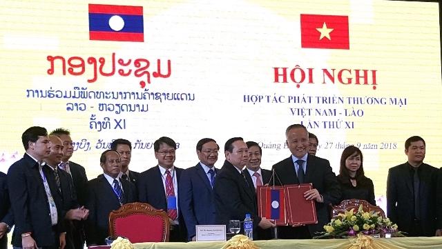 Le Vietnam et le Laos coopèrent pour développer le commerce frontalier