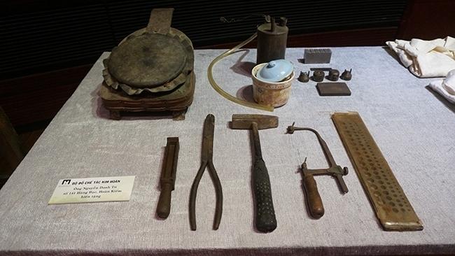 Plus de 1.000 objets et documents donnés au Musée de Hanoi