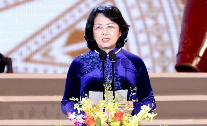 Dang Thi Ngoc Thinh assume la position de la présidente p .i du Vietnam