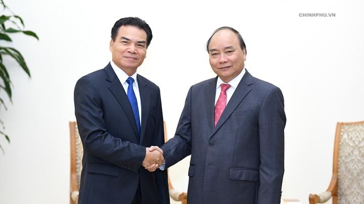 Le PM Nguyên Xuân Phuc reçoit le ministre, président du bureau du PM laotien