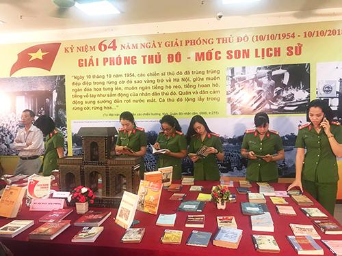 Exposition de 500 livres et articles à l'occasion de la Libération de la capitale