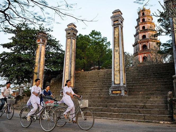 Les pagodes vietnamiennes sous l'objectif d'un photographe français