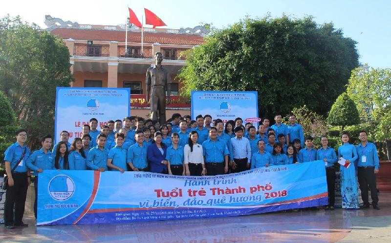 La jeunesse de Hô Chi Minh-Ville vers la mer et les îles du pays natal