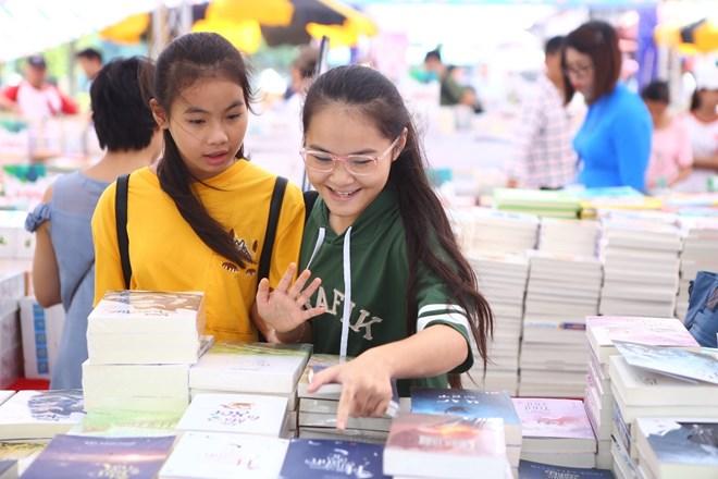 Festival du livre de Hanoi à la Citadelle impériale de Thang Long
