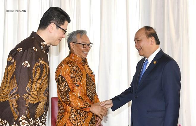 Le PM Nguyen Xuan Phuc rencontre des hommes d'affaires indonésiens