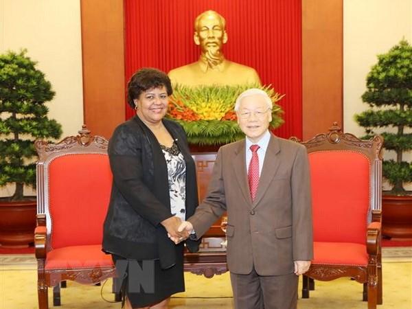 Le leader du PCV soutient pour l'œuvre révolutionnaire cubaine
